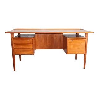 1970s Mid-Century Modern Peter Lovig Nielson Designed Floating Writing Desk For Sale