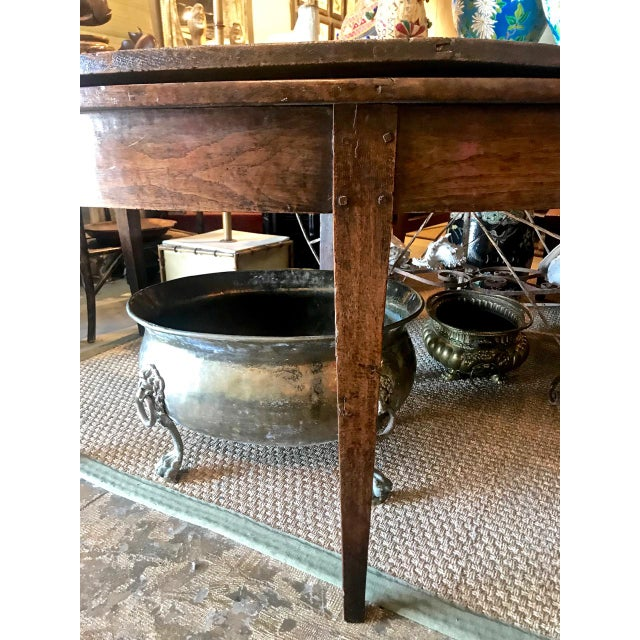 French Provincial Round Dining Table For Sale In Los Angeles - Image 6 of 9