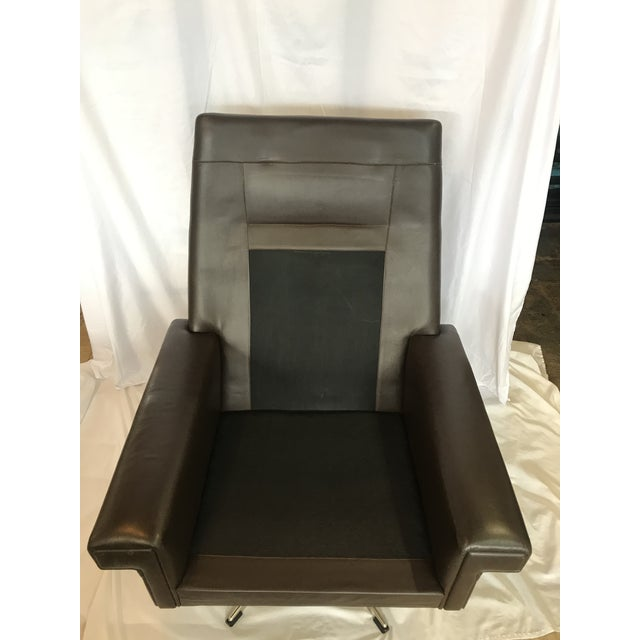 Vintage Mid Century Leather Swivel Chair For Sale In San Antonio - Image 6 of 7
