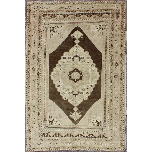 Textile Keivan Woven Arts, Tu-Dur-445, Vintage Mid-Century Turkish Oushak Rug - 4′9″ × 7′8″ For Sale - Image 7 of 7