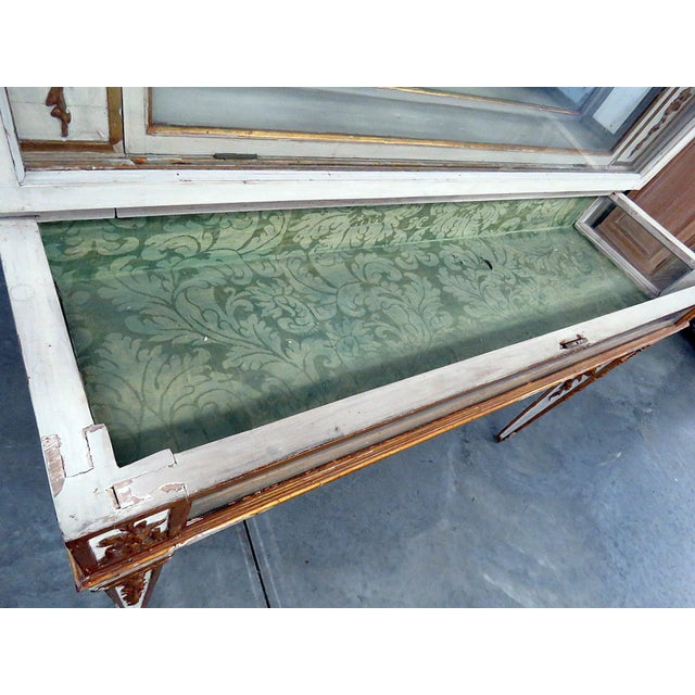 Early 20th Century Antique Venetian Distressed Painted Display Case For Sale - Image 5 of 9