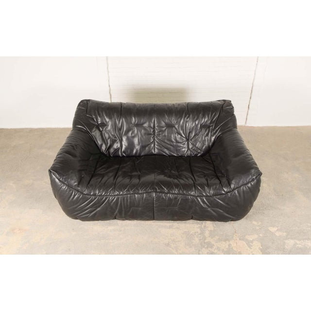 Roche Bobois Mid-Century Modern Design Smooth Black Leather Soft Shell Sofa by Hans Hopfer for Roche Bobois, 1980s For Sale - Image 4 of 7