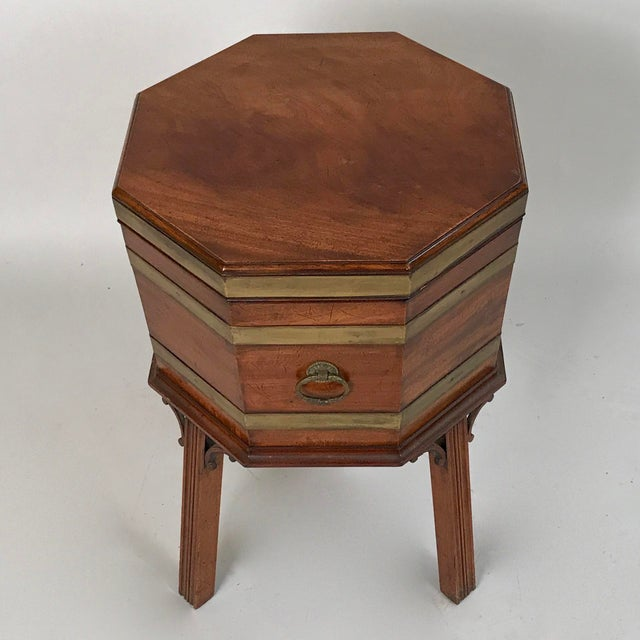 1700s George III Mahogany and Brass Cellarette For Sale - Image 4 of 11