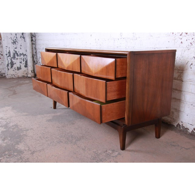 Walnut Mid-Century Modern Sculpted Walnut Diamond Front Triple Dresser or Credenza by United For Sale - Image 7 of 11