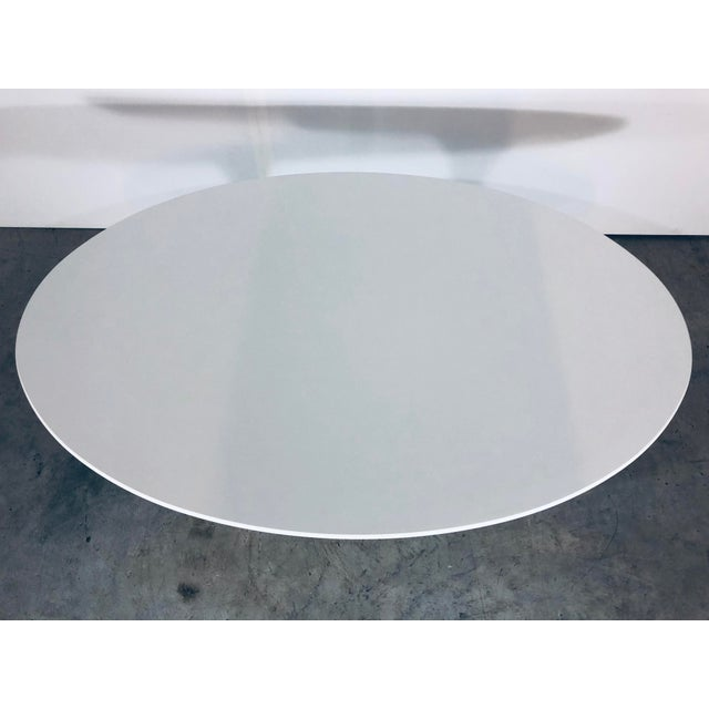 2000 - 2009 Mid-Century Modern Eero Saarinen for Knoll Oval White Laminate Tulip Coffee Table For Sale - Image 5 of 12