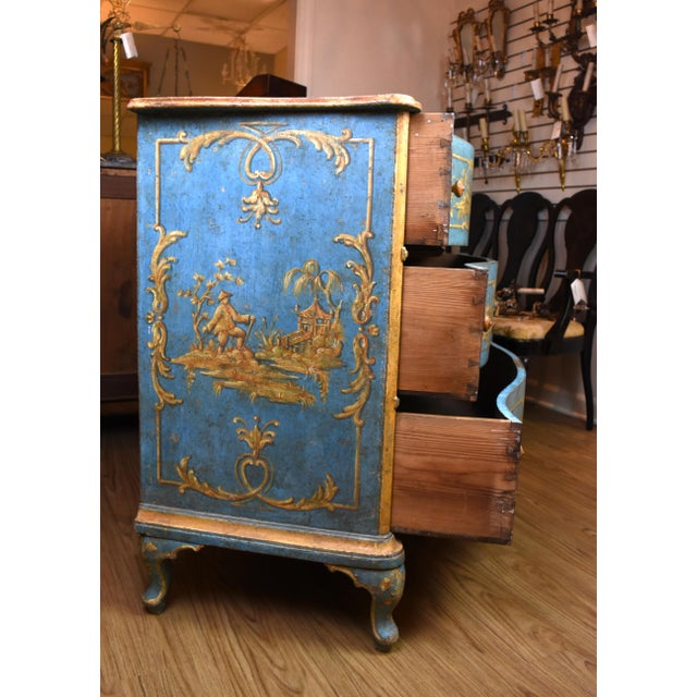 18th Century Italian Painted Chinoiserie Commode For Sale In Nashville - Image 6 of 12