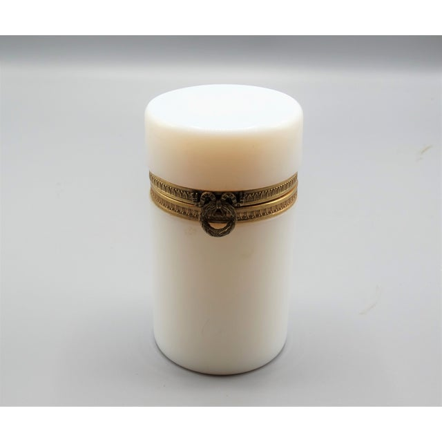 White Antique French Bulle De Savon Opaline Hinged Box For Sale - Image 8 of 8