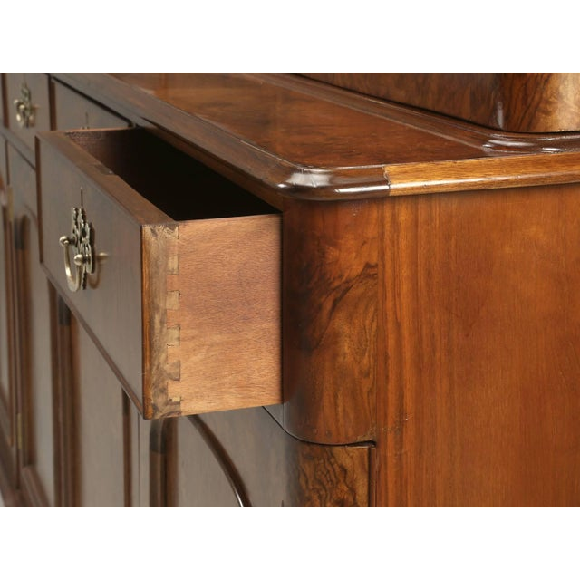 Antique English Burl Walnut Bookcase, Circa Late 1800s and Correctly Restored For Sale In Chicago - Image 6 of 10
