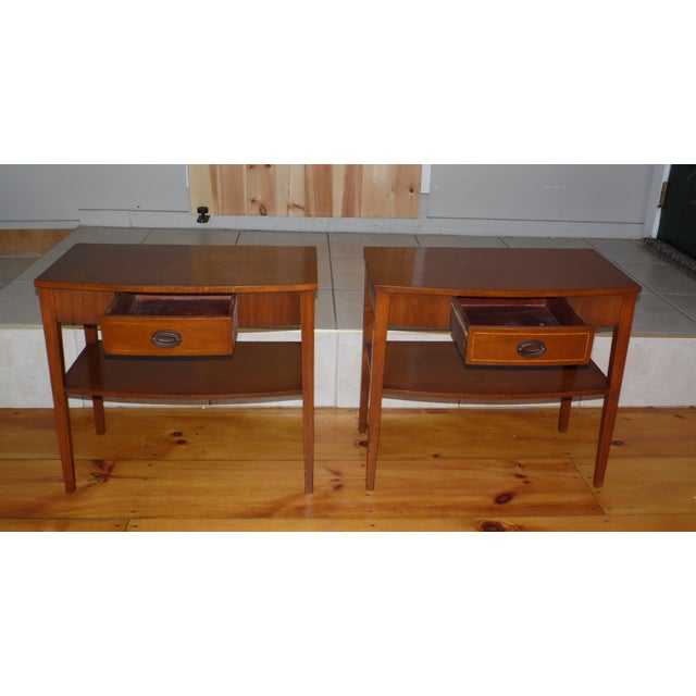 1940s Vintage Pair Traditional Federal Mahogany End Tables Nightstands Mersman Tables For Sale - Image 5 of 13