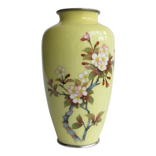 Early 20th Century Japanese Yellow Cloisonne Enamel Vase With Cherry Blossom Floral Motif For Sale