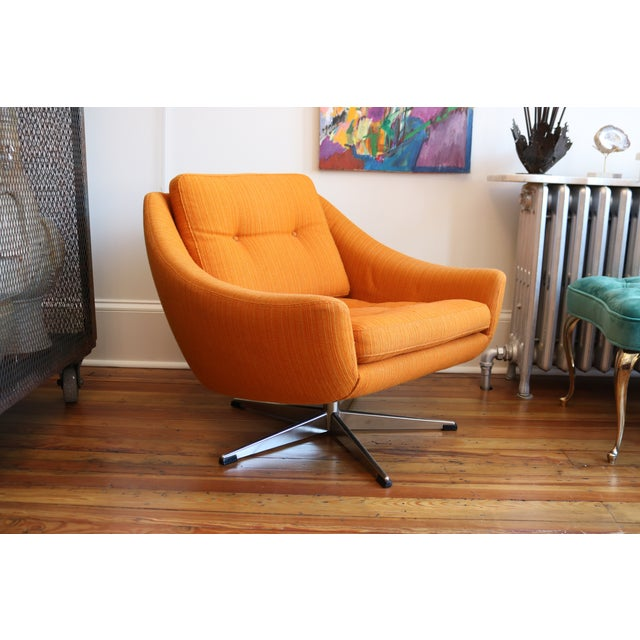 Mid-Century Modern Orange Mid-Century Swivel Chair For Sale - Image 3 of 6