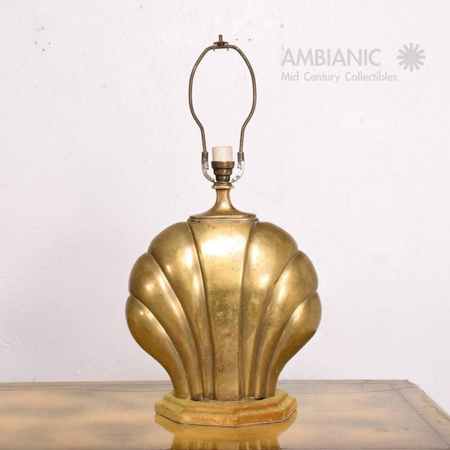 1940s Hollywood Regency Sea Shell Table Lamp in Brass For Sale - Image 5 of 10