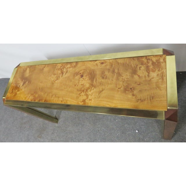 Mid-Century Pace Burl & Brass Console Table For Sale In Philadelphia - Image 6 of 7