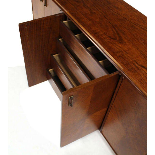 Very nice mid century modern long credenza by Founders. Beautiful dramatic wood grain pattern. Metal pulls.