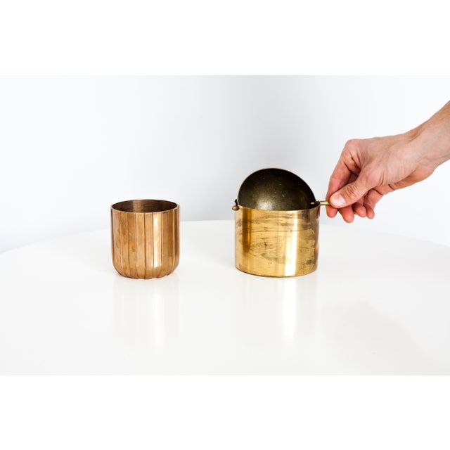 The brass variation of the cylinda-line ashtray by Arne Jacobsen for Stelton is a rare edition. The top half-sphere...