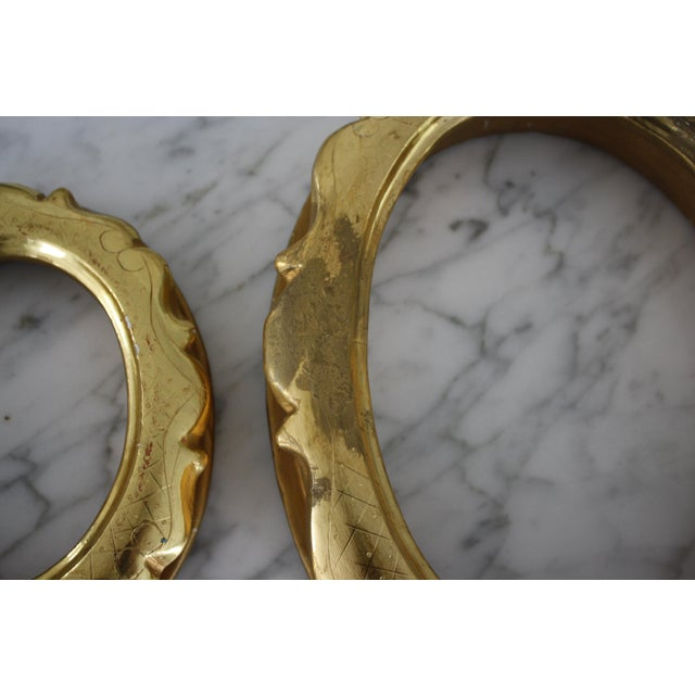 Traditional Pair of Gilt Oval Frames For Sale - Image 3 of 13