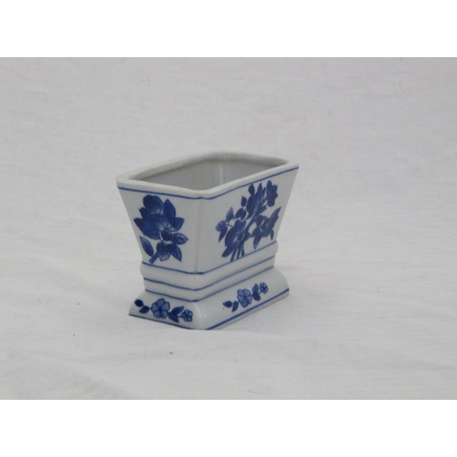 Blue and white chinoiserie vase. Perfect for little arrangements on a side table or bedside table.