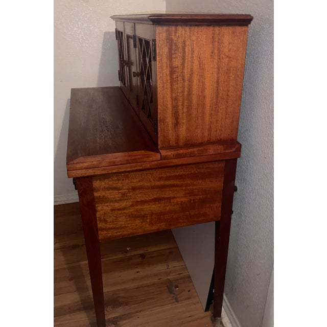 20th Century Traditional Kittinger Gainsborough Flame Mahogany Secretary Desk For Sale In Los Angeles - Image 6 of 9