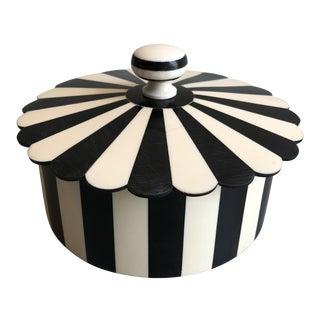 Tozai Home Circul Black and White Round Bone Box For Sale