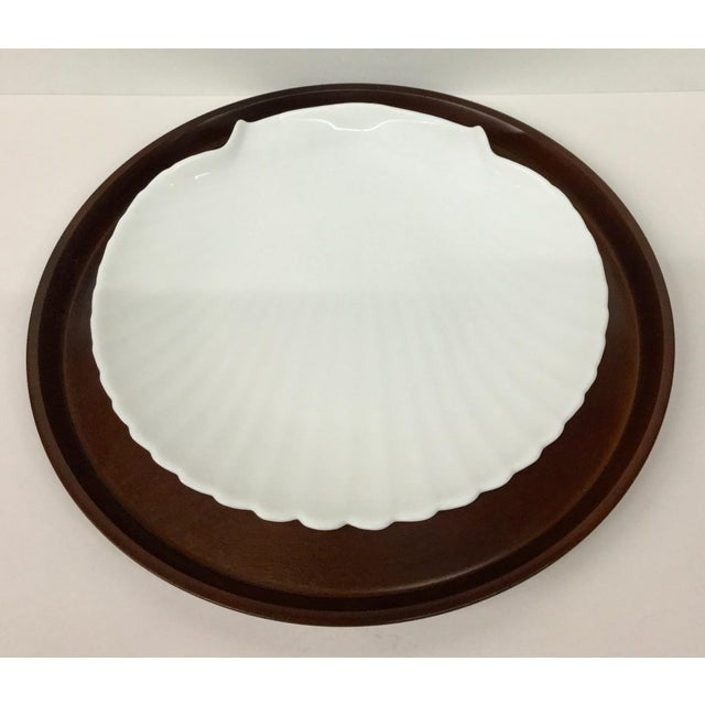 1960s Mid-Century Modern Solid Wood Serving Platter With Clam Shaped Plate - 2 Pieces For Sale - Image 10 of 10