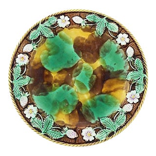 19th C. English Majolica Strawberry Serving Plate For Sale