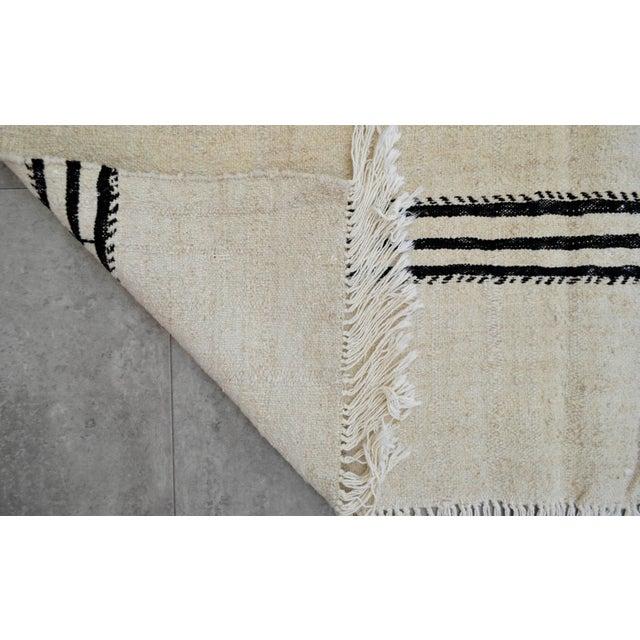 Vintage Natural Stripe Turkish Sisal Kilim Rug - 4′5″ × 7′11″ - Image 8 of 9
