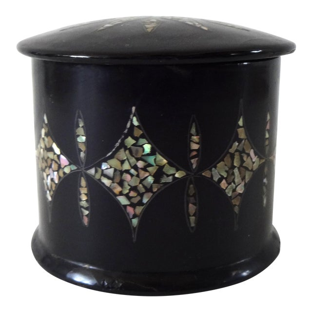 19th Century Antique French Napoleon III Chinoiserie Papier Mache Mother of Pearl Round Box For Sale