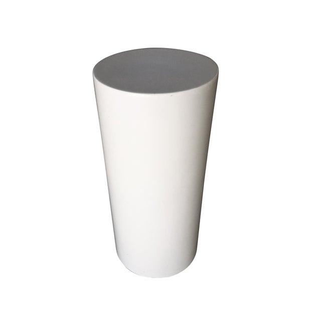 Saarinen-Style Fiberglass Cylinder Pedestal, Circa 1960 For Sale - Image 4 of 4