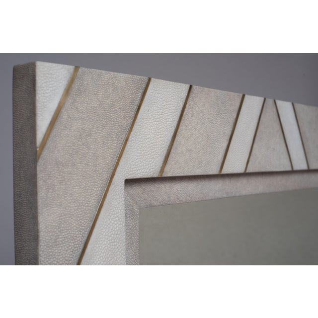 The Zig Zag mirror is a statement piece with it's geometric pattern. The mirror is inlaid in cream shagreen and white...