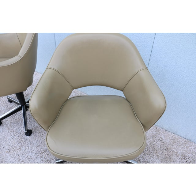 Tan Beige Leather Knoll Eero Saarinen Executive Arm Chair For Sale - Image 8 of 13