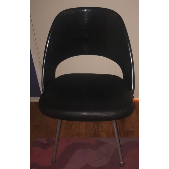 Mid-Century Modern Knoll Eero Saarinen Leather and Plastic Executive Side Chair For Sale - Image 3 of 6