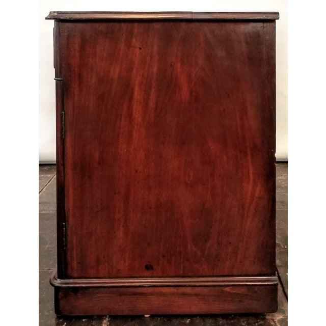 Wood C. 1760 English Georgian Mahogany Kneehole Pedestal Desk / Library Table For Sale - Image 7 of 12