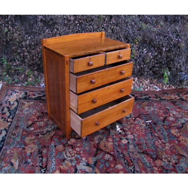 This is a superb antique early Gustav Stickley chest of drawers from 1902-1903. This is a great looking chest of drawers...