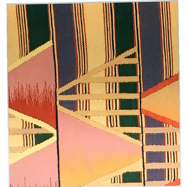 For those who love the geometric art Deco and having difficulties to find one due to being so rare especially in room...