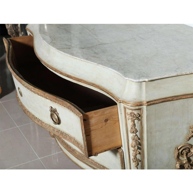 Gold Important Italian Neoclassic Painted and Parcel-Gilt Commode For Sale - Image 8 of 9