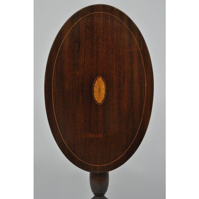 American Classical Early 20th Century Antique Mahogany Pinwheel Inlaid Oval Tilt Top End Table For Sale - Image 3 of 13