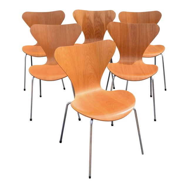 Vintage Arne Jacobsen by Fritz Hansen Danish Modern Series 7 Chairs - Set of 6. For Sale