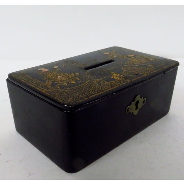 Mid 19th Century Antique 19th Century English Chinoiserie Decorated Papier-Mâché Box For Sale - Image 5 of 8