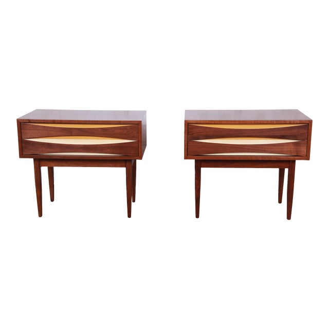Mid-Century Modern Walnut Nightstands by West Michigan Furniture Co. - a Pair For Sale
