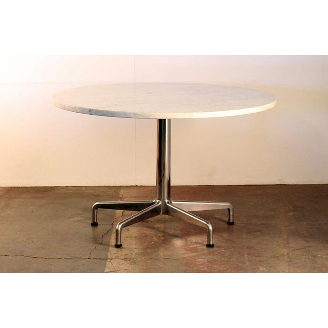 1970s Segmented Base and Marble-Top Round Dining Table by Eames for Knoll For Sale - Image 5 of 5