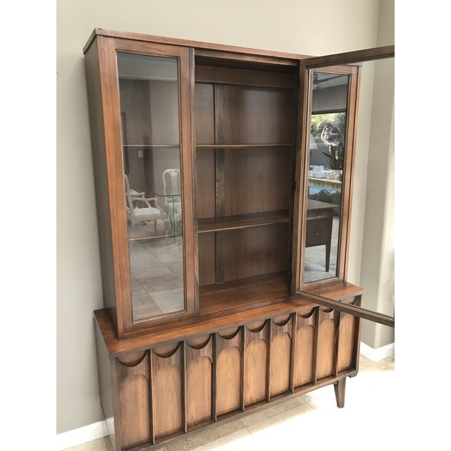 Brown Mid Century Modern Kent Coffey Perspecta Walnut and Rosewood China Hutch Credenza For Sale - Image 8 of 10