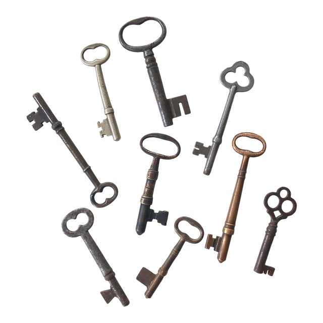 Set of 9 Antique & Vintage Keys For Sale