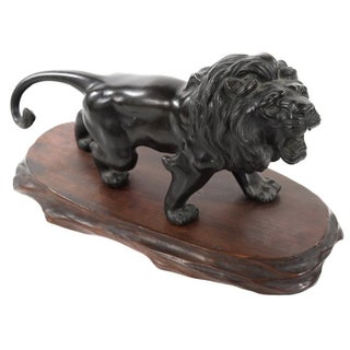 Japanese Meiji-Period Bronze Lion Sculpture For Sale