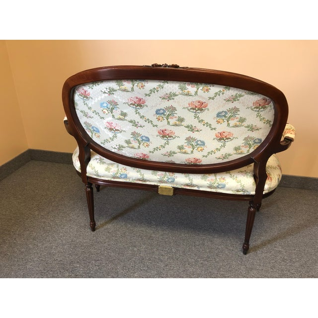 1990s Vintage Henredon Classic Fruitwood Loveseat For Sale In Philadelphia - Image 6 of 12