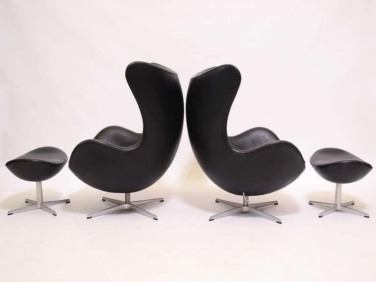 Pair Of Arne Jacobsen Egg Chairs U0026 Ottomans By Fritz Hansen   Image 4 ...