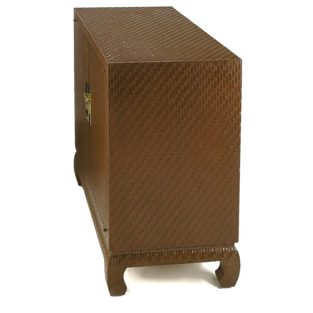 1960s Baker Chinoiserie Cabinet In Chocolate Lacquered Grass Cloth For Sale - Image 5 of 7