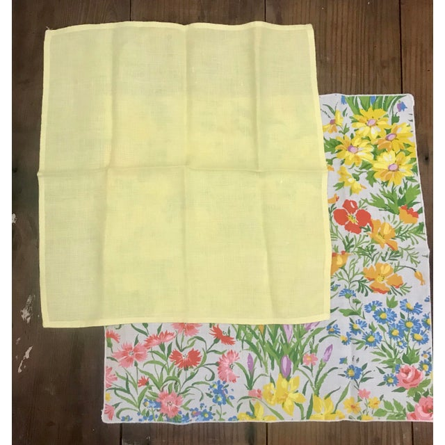 Vera Neumann Mid 20th Century Vintage Spring Time Floral and Yellow Dinner Napkins - Set of 10 For Sale - Image 4 of 7