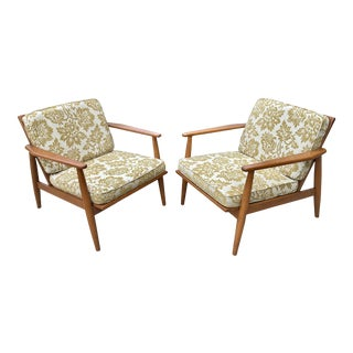 Viko Baumritter Mid-Century Modern Walnut Lounge Chairs - a Pair For Sale