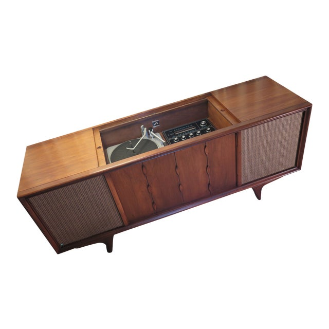 Mid-Century Danish Modern 1967 RCA Victor Stereo Phonograph