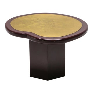 Hollywood Regency Kidney Table in Lacquer and Etched Brass - 1970's For Sale